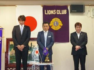 新しい三役、左から幹事 L本橋 会長 L久保田 会計 L杉浦です。 新年度会長スローガンは『継続は力なり』