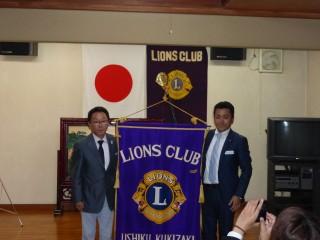 クラブ旗の引き渡しが行われ、次年度体制がスタートしました。