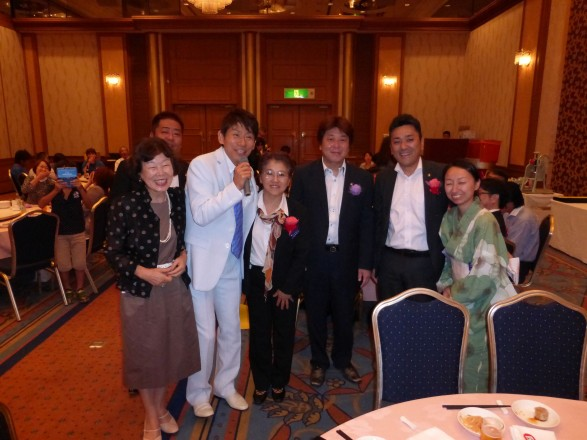 ゲストの三ツ木清隆さん、つくば中央LC若柳会長と一緒に。