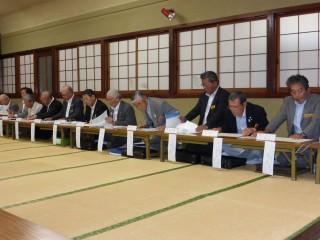 公式訪問の前には橘ガバナーを囲み、三役懇談会が開催されました。